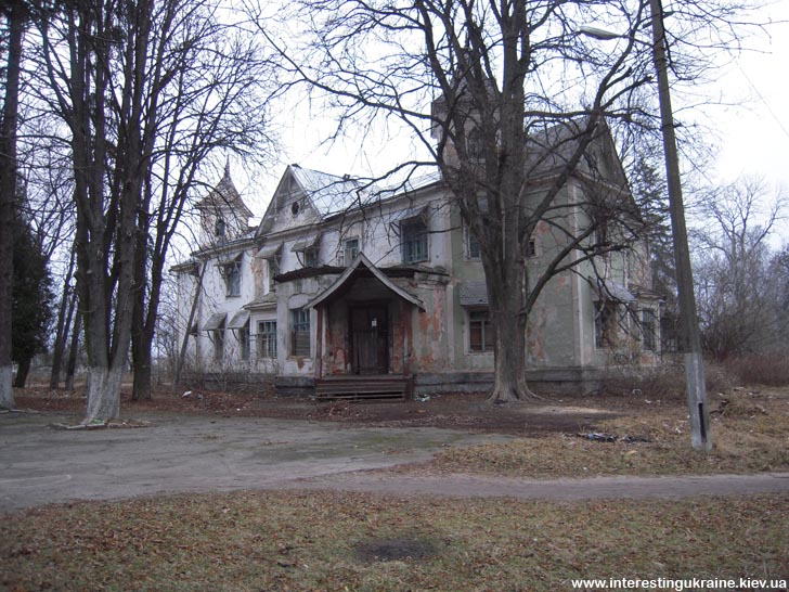 Старинный особняк - достопримечательность Копылова