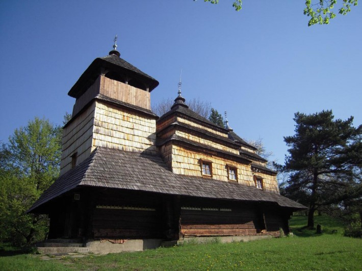 Деревянный храм в с. Кострино