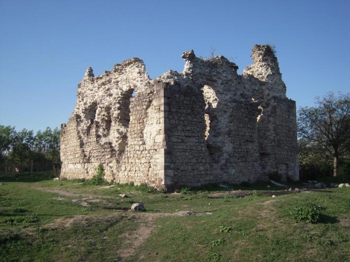 Замок Тамплиеров в с. Среднее, Закарпатье
