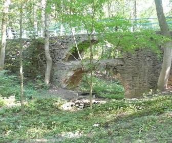 Романтический мостик на территории усадьбы
