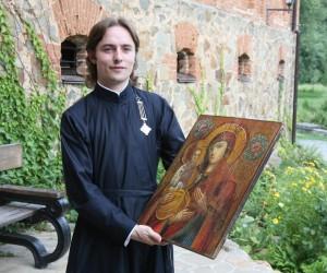 10-тысячному посетителю замка-музея подарили икону