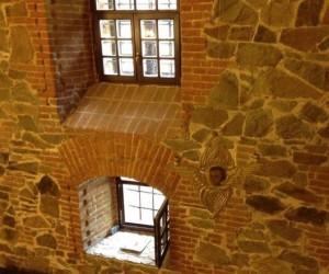 Окна-бойницы замка в Радомышле