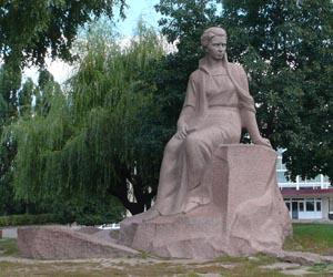 Памятник Лесе Украинке - достопримечательность Новограда-Волынского