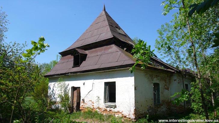 Остатки хозяйственной постройки - достопримечательность в Ивнице
