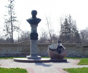 Интересные места Великих Сорочинцев. Памятник гетману Д. Апостолу