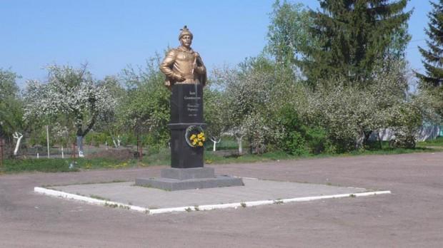 Памятник уроженцу с. Ходорков - левобережному гетману И. Самойловичу