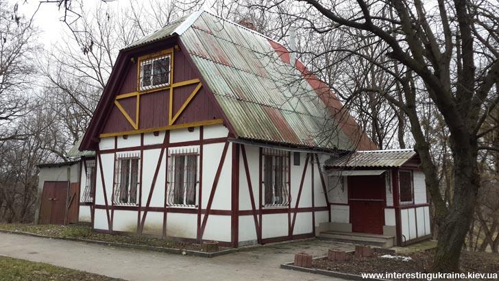 Бывшая летняя бибилиотека - достопримечательность Коростышева