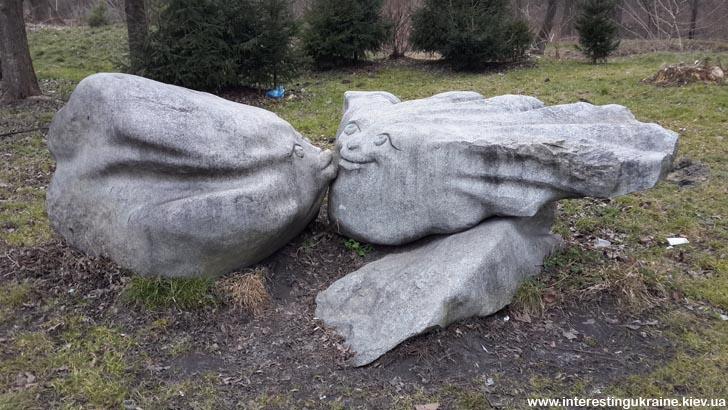 Секульптуры в парке - достопримечательности Коростышева