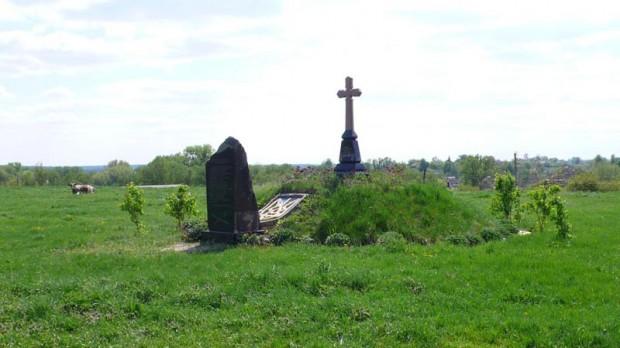 Крест в память о казаках Паволочского полка