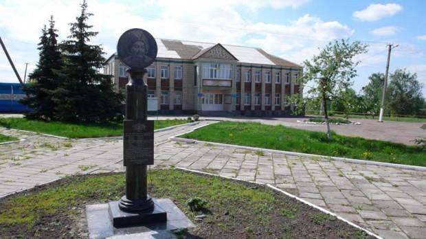 Памятный знак в честь пребывания в Паволочи Б. Хмельницкого