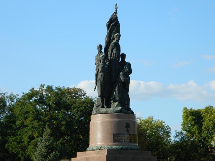 """Памятник """"Клятва"""" - достопримечательность Краснодона"""