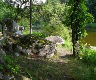 Каменные глыбы в с. Межиречка