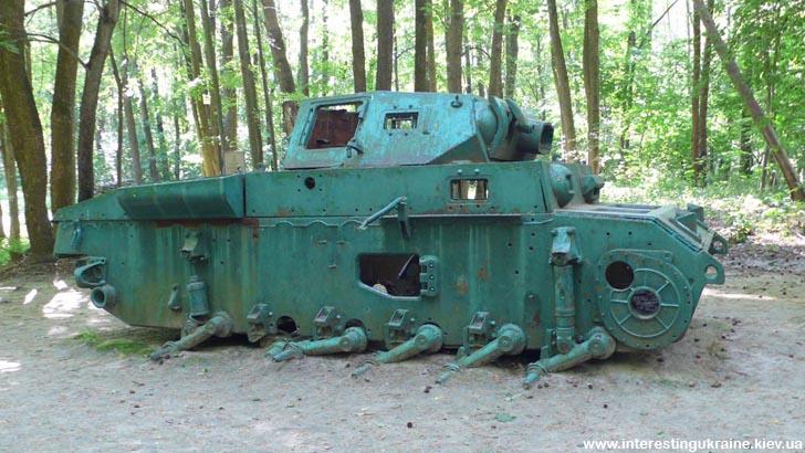 Партизанский трофей. Остатки немецкого танка, подбитого партизанами