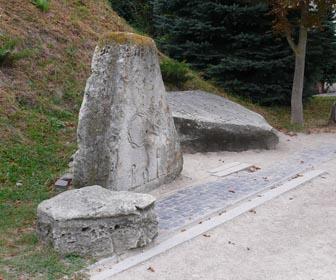 Камни с шифровкой в Золочевском замке