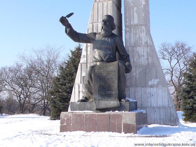 Памятник с текстом первого упоминания Прилук