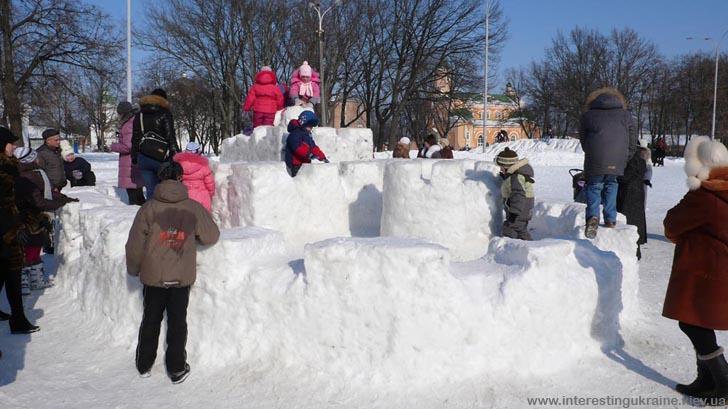Снежная крепость в Прилуках
