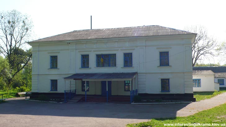 Бывшая помещичья усадьба - единственная достопримечательность с. Волица Анжрушевского района на Житомирщине