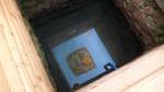В водной глади колодца отражается икона