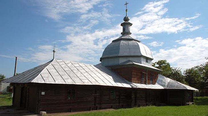 Деревянная церковь в с. Глиняны Золочевского района Львовской области