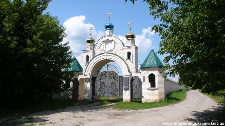 Ворота Свято-Николаевского Крупицкого монастыря