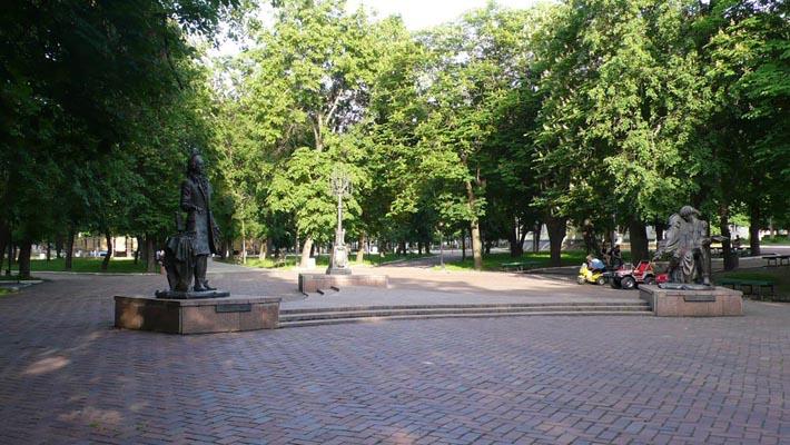Памятники композиторам Бортнянскому и Березовскому