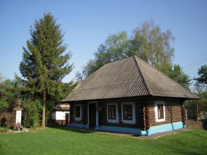 Дом-усадьба И. Миколайчука