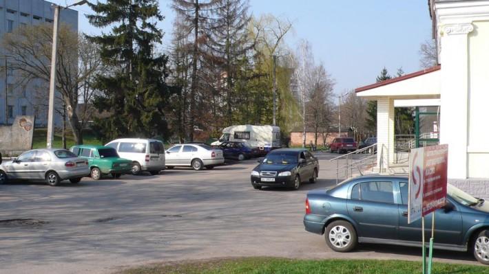 Вот здесь в Миргороде можно вполне комфортно остановиться кемпером