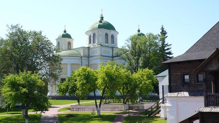 На территории монастыря в Новгороде-Северском
