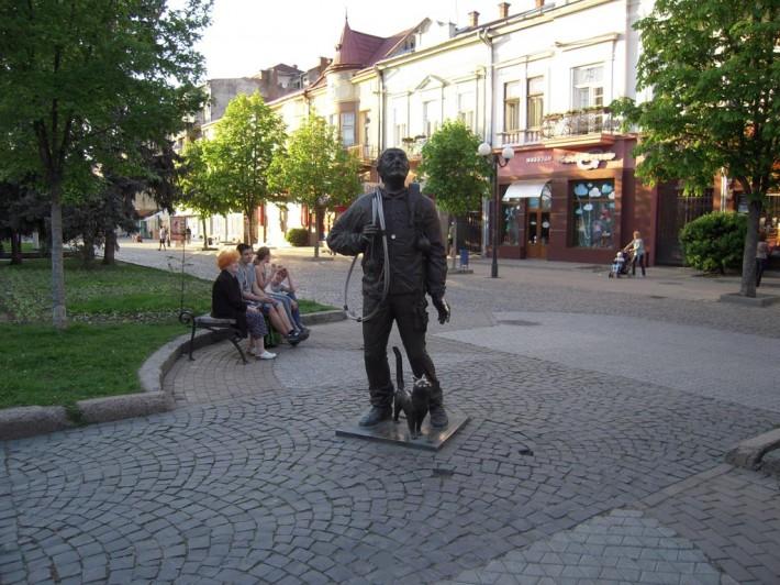 Памятник Трубочисту в центре Мукачево