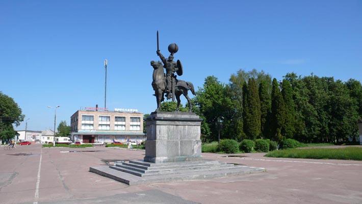 """Памятник главному герою """"Слова о полку Игороевом"""""""