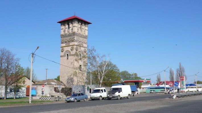 Башня из к/ф Королева бензоколонки в Пирятине
