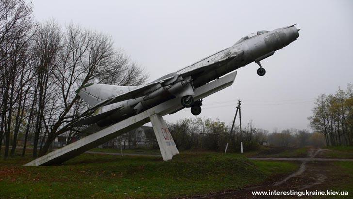 Самолёт Су-7 в с. Богдановка Яготинского района Киевской области