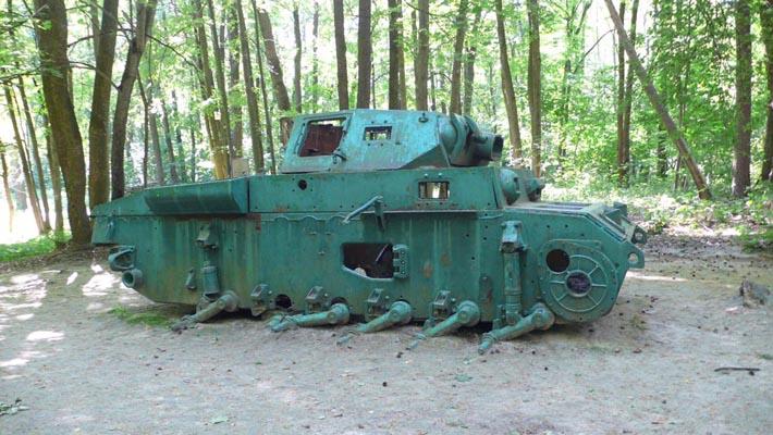 Немецкий танк, подбитый партизанами