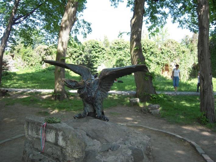 """Священная птица венгров - тур, он же турул. Он """"перенёс венгров из-за Урала на Закарпатье на своих крыльях"""", как гласит легенда"""