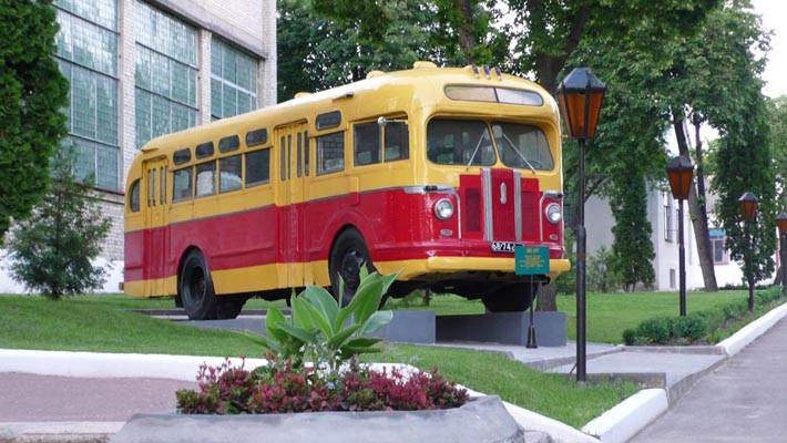 Старинный автобус в Глухове