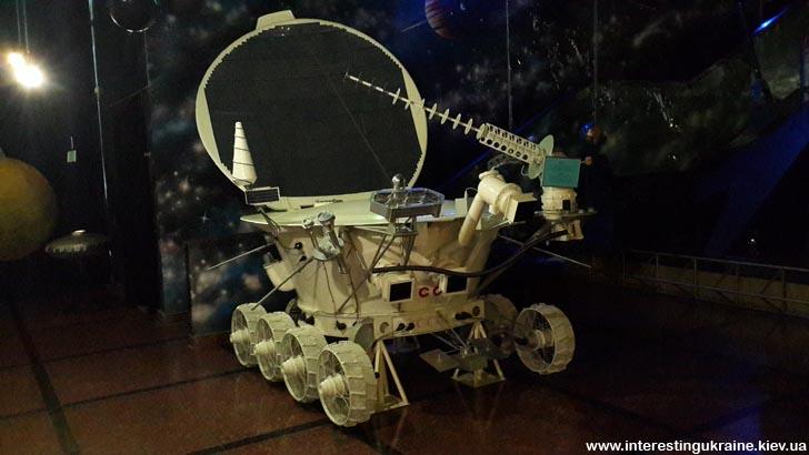 В музее космонавтики - луноход