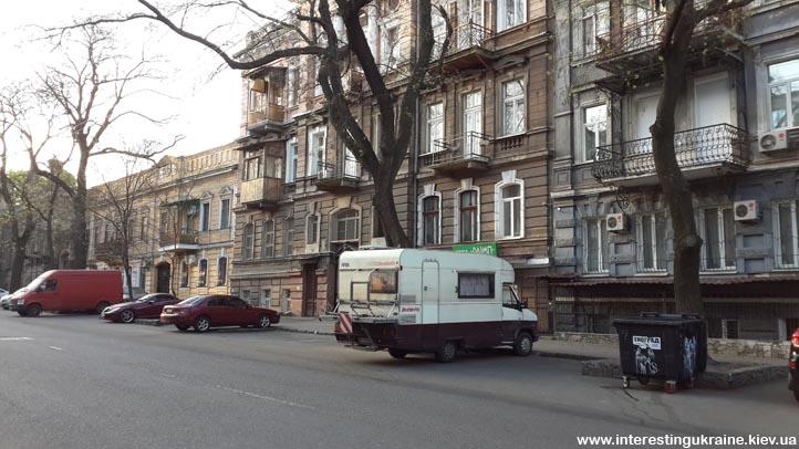 В Одессе можно жить в автодоме