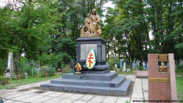 Братская могила советских солдат в Ковеле