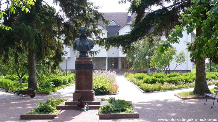 Музей и памятник Лесе Украинке в Колодяжном