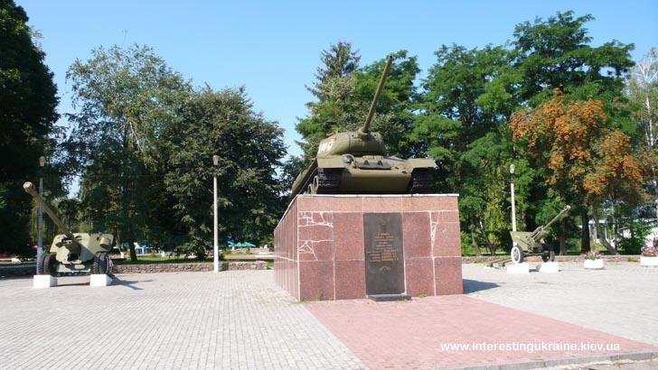 Достопримечательность Овруча - памятник героям-танкистам