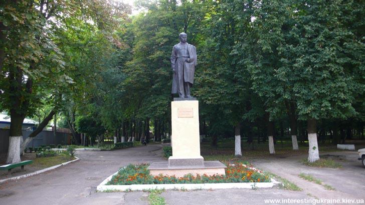 Памятник Т. Г. Шевченко в Коростене