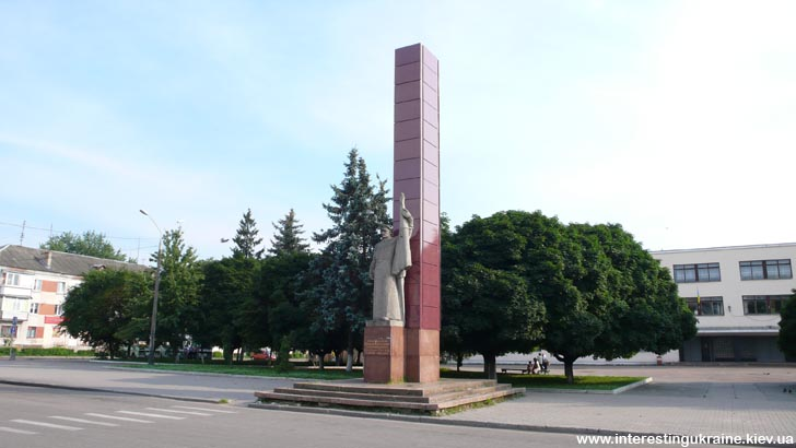 Памятник Всеукраинской стачке железнодорожников 1918 г. в Коростене