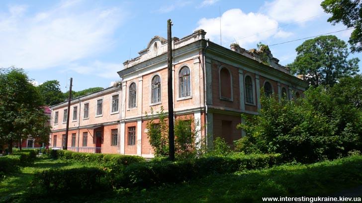 Дворец - достопримечательность с. Луков Волынской области