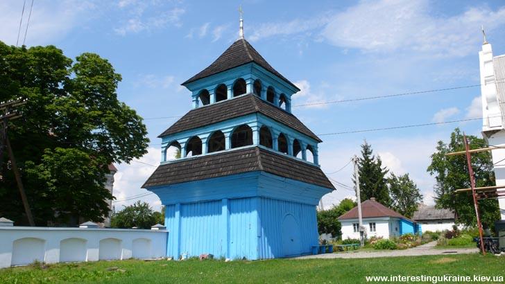 Деревянная колокольня - достопримечательность Лукова
