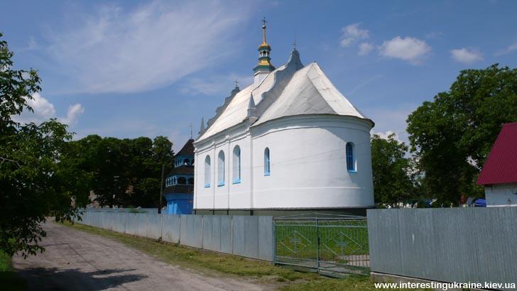 Интересная церковь - достопримечательность в Лукове на Волыни