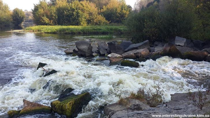 Камни купаются в реке Тетерев