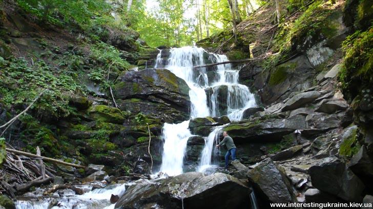 Высота водопада Шипот - около 14 метров