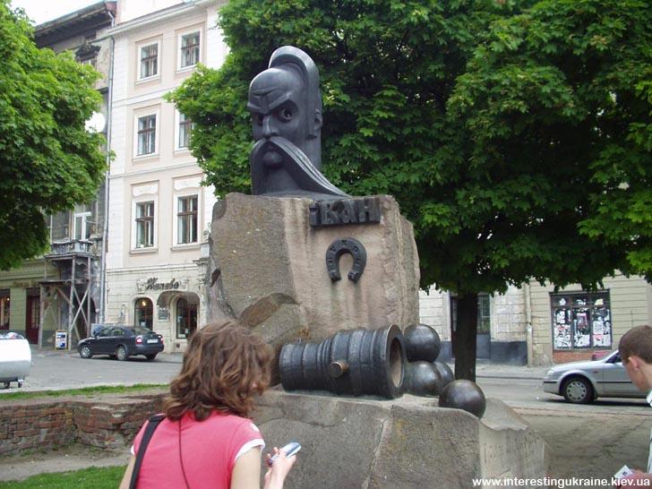 Памятник Ивану Подкове - достопримечательность Львова