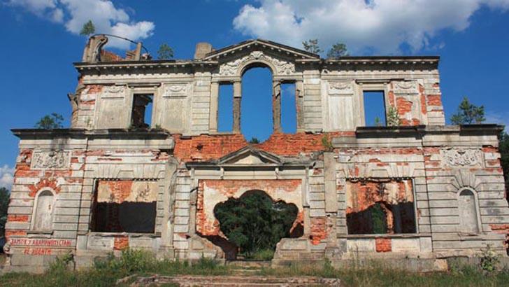 Руины особняка Терещенко - достопримечательность с. Дениши