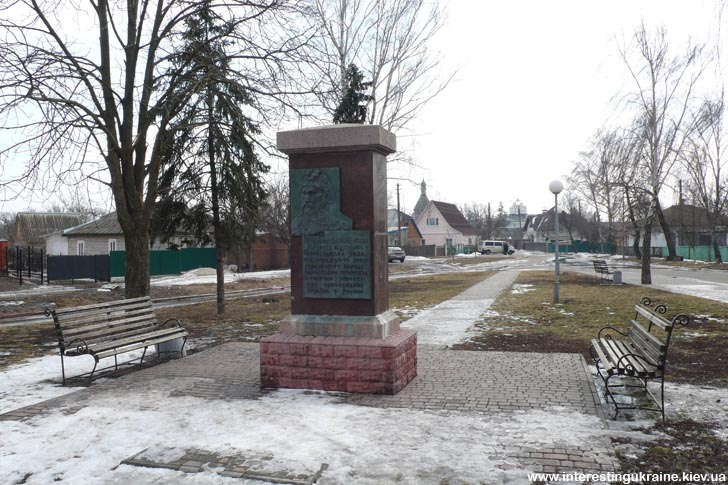 Памятный знак на площади Переяславской Рады в Переяславе-Хмельницком